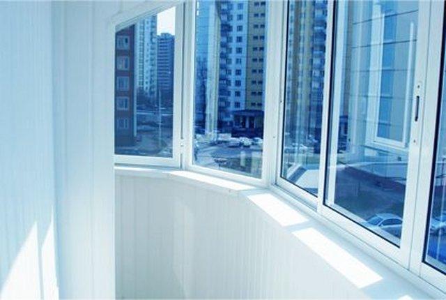 Металлопластиковое остекление балконов и лоджий в симферопол.